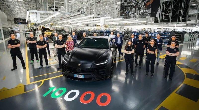 10.000'inci Lamborghini Urus banttan indi